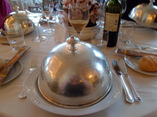 Hotel Simplon: Food arriving at the table