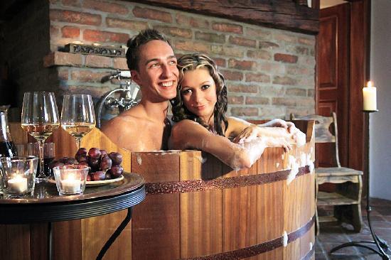 Zamek Zabreh: Winebath3