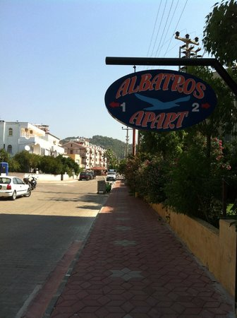 Albatros Apartments: The hotel sign