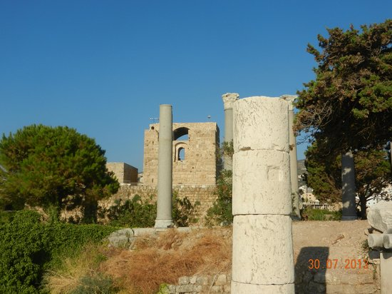 The Crusader Castle: Romain Ruins