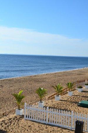 Blue - Inn on the Beach: vue de la terrasse à droite