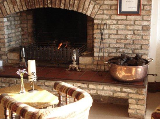 Ardagh Hotel & Restaurant: Bar mit Kamin