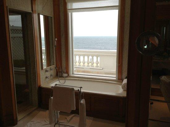 Belmond Copacabana Palace: Vista da banheira
