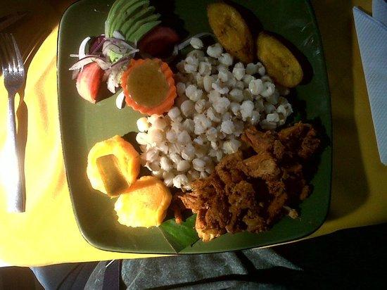 Puerto Lago : prato típico de otavalo