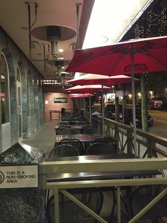 Frankie's Italian Kitchen and Bar: Great patio