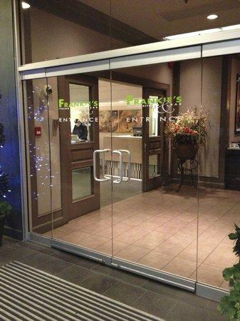 Frankie's Italian Kitchen and Bar: Lobby entrance