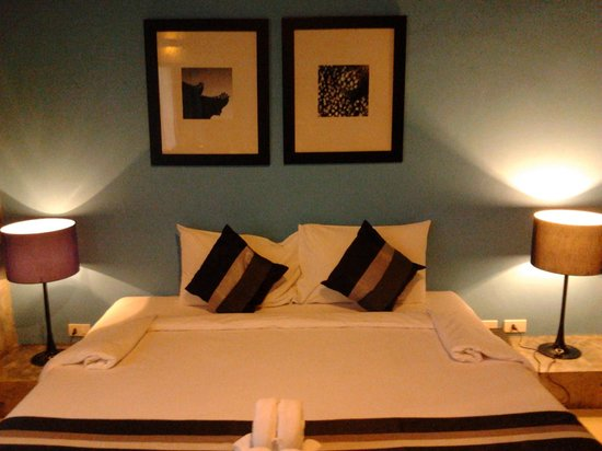 The b Ranong Trend Hotel: The couple bed