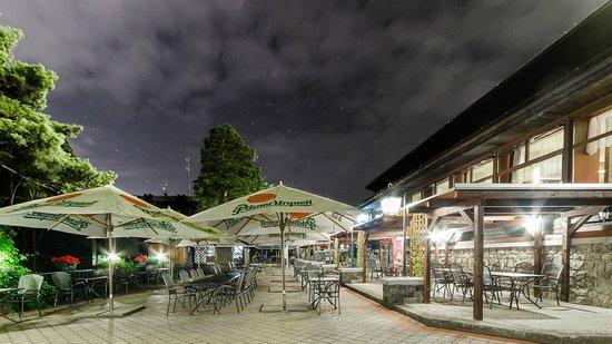 Hotel Myslivna: Night terrace