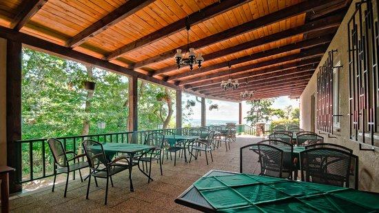 Hotel Myslivna: Smaller terrace
