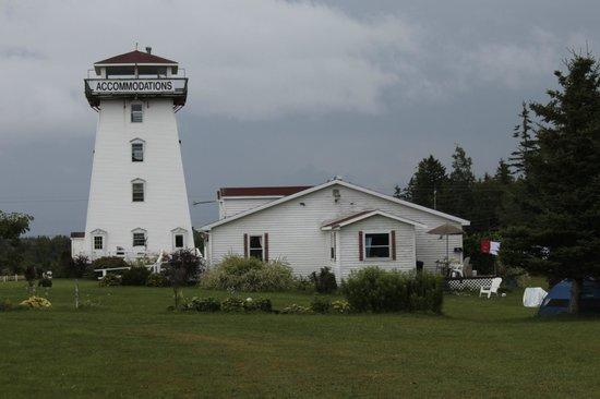 Baywatch Lighthouse & Cottages : Vue générale du phare et de l'accueil