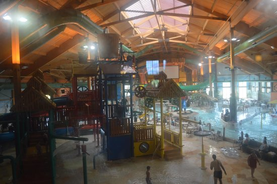 Logger's Landing Indoor Waterpark: Water park view from the Lobby of the hotel