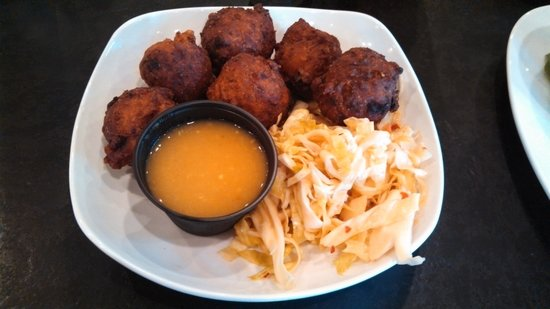 Rundown Cafe : Conch fritters and slaw