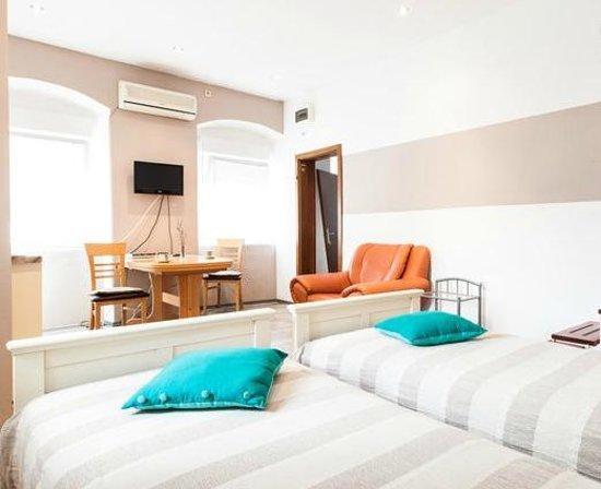 Zara City Apartments: r7