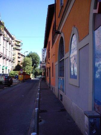 Art Hotel Navigli : La rue de l'hotel