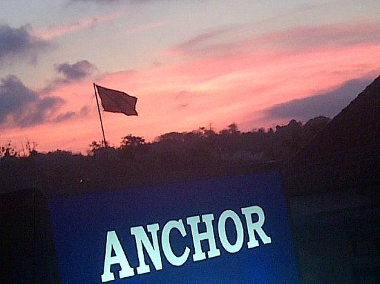 Anchor Roof Top Beer Garden: The sunset from Anchor...mesmerizing!