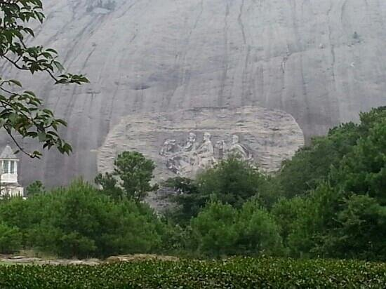 Stone Mountain Inn: this picture from front of the hotel