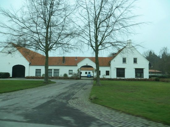 Sandton Chateau De Raay: Конюшни неподалеку
