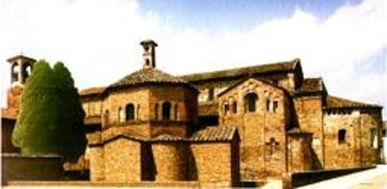 Lomello, Италия: Il Battistero e la Basilica di Santa Maria Maggiore.
