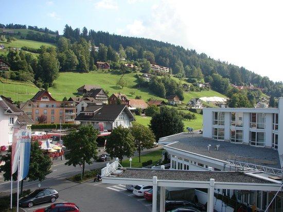 SeminarHotel am Aegerisee: Sicht auf den Eingangsbereich des Hotels