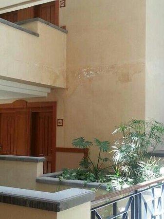 GF Gran Costa Adeje: humedades en las habitaciones