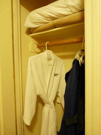 Larchmont Hotel: On offre une robe de chambre.