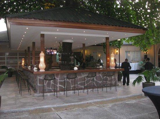 le bar de la terrasse photo de le cercle gourmand kinshasa tripadvisor. Black Bedroom Furniture Sets. Home Design Ideas