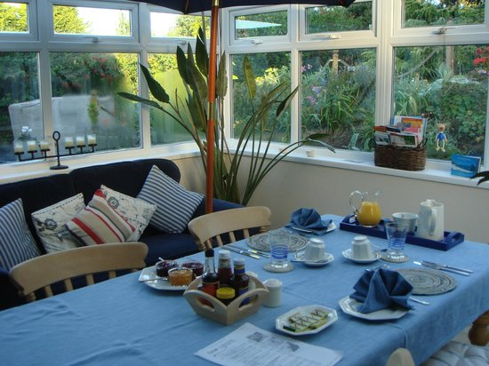 Little Hill House: breakfast in the conservatory