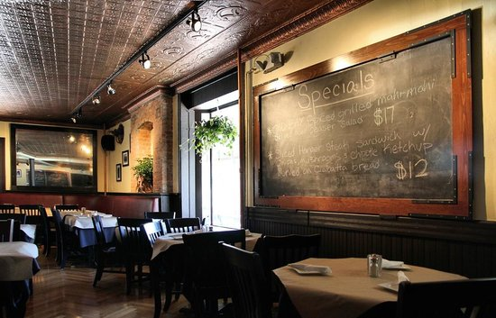 Whistling Willie's American Grill: Special Board over the tables