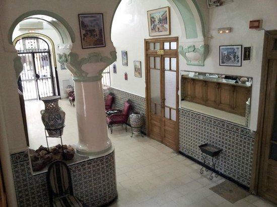 Grand Hotel de France: Lobby and reception