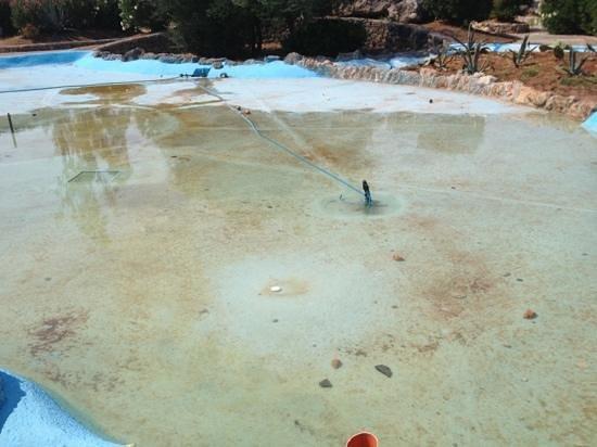 Porto Giardino Resort: fontana abbandonata