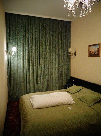 Kamergerskiy Hotel: bed