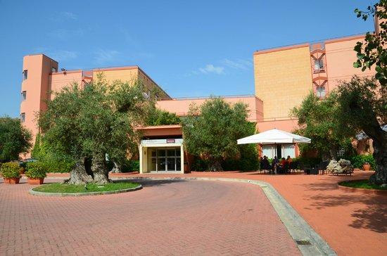 Hotel Siena degli Ulivi: Front of hotel