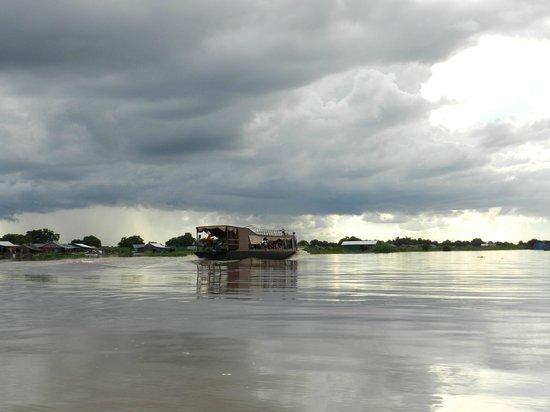 Unique Kayak Cambodia Day Tours: Tonle Sap Lake