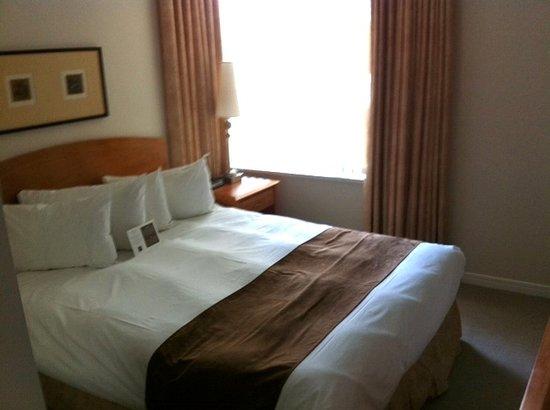Carmana Plaza: Very comfy bed