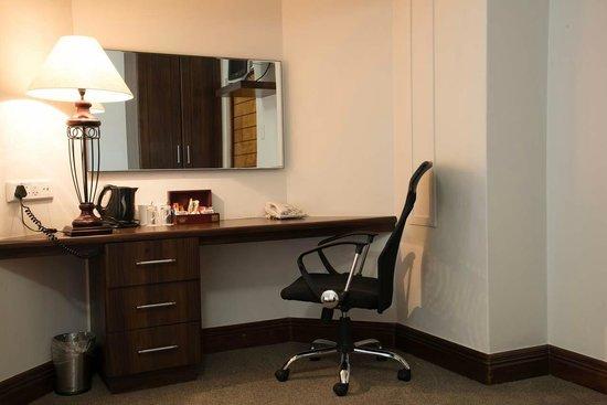 Splendid Inn Pinetown: In room desk