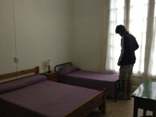 Sevilla Home Hotel: habitacion triple