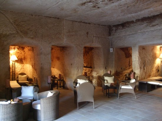 Crowne Plaza Resort Petra: Inside Cave Bar