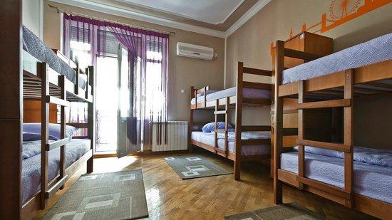 Hostel Capital Belgrade: 6 bed dorm