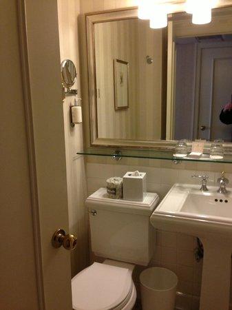 Mayflower Park Hotel: bathroom