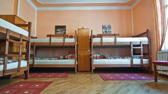 Hostel Capital Belgrade: 8 bed dorm