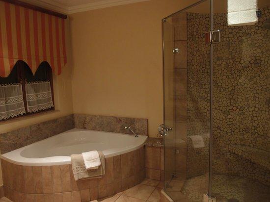 Oliver's Restaurant & Lodge: Bathroom