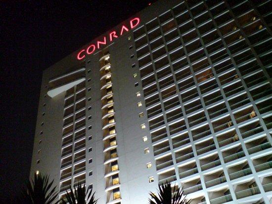 Conrad Cairo: Facciata Conrad