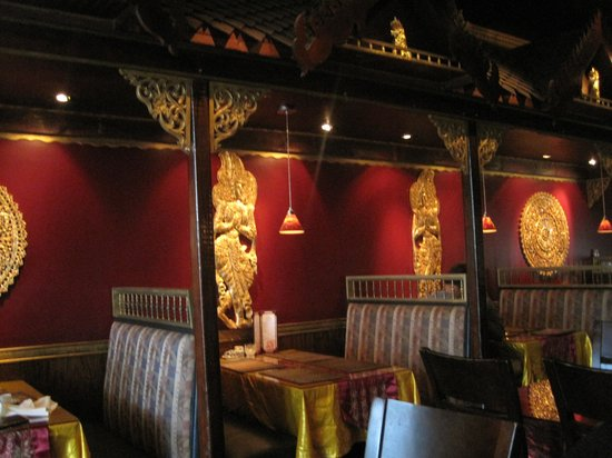 Thai Palace: Inside
