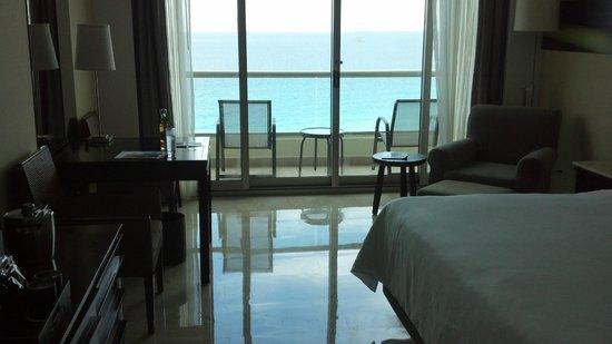 Live Aqua Beach Resort Cancun: Room and balcony