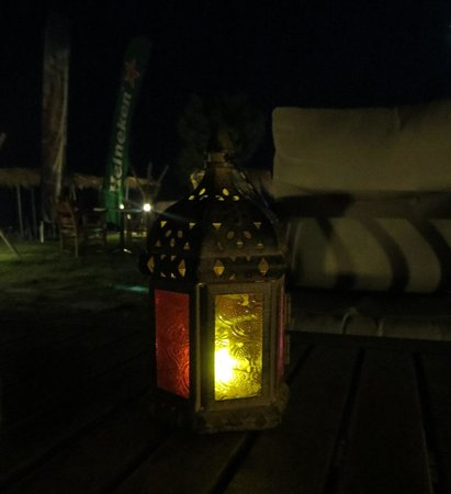 Sandy Beach Hotel: Cozy Lamps on every table. Lovey Atmosphere