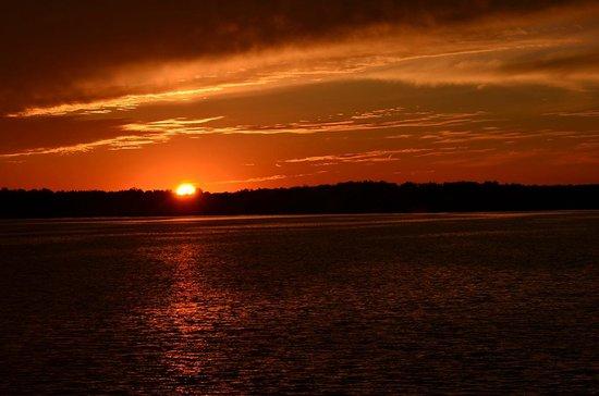 Dells Boat Tours: Riverboat sunset