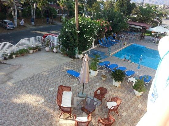 SunCity Hotel Studios: View across the bar area