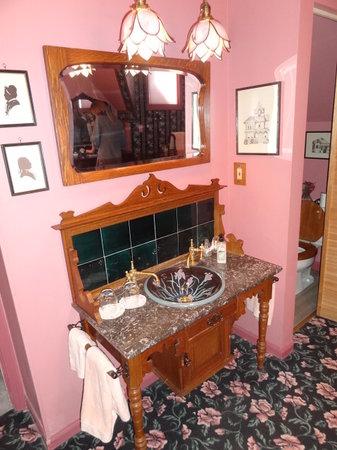 Tiffany House: Beautiful furnishings