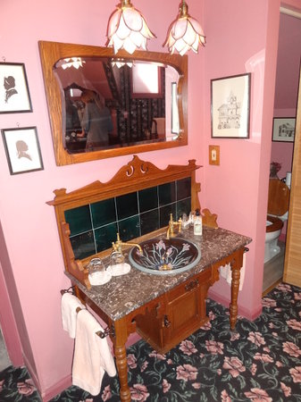 Tiffany House: Charming Furnishings