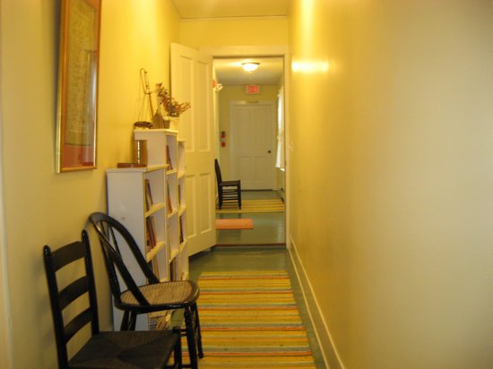 Yellow House Bed & Breakfast: Hallway leading to Louisburg